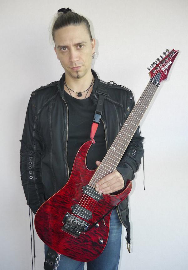 Stéphan guitare debout 600
