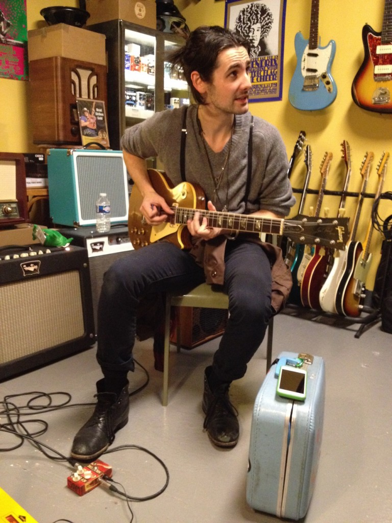 Zane Carney trying a 1969 Les Paul Deluxe for John Mayer