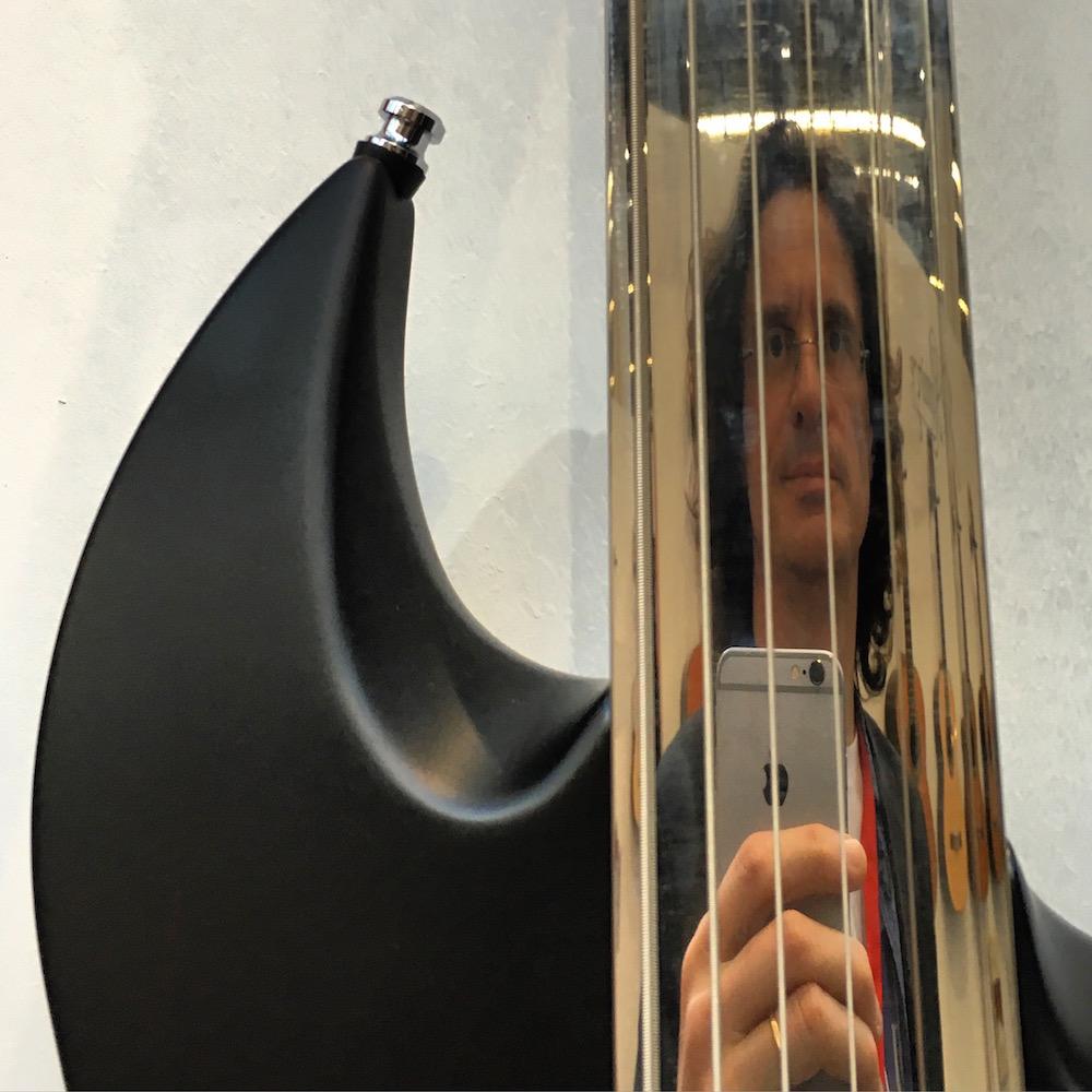 2016 Musikmesse - Selfie on a Vigier fretless fretboard