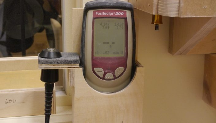 Device to measure the thickness of the finish - Michael Greenfield (luthier) - Guitar finishing