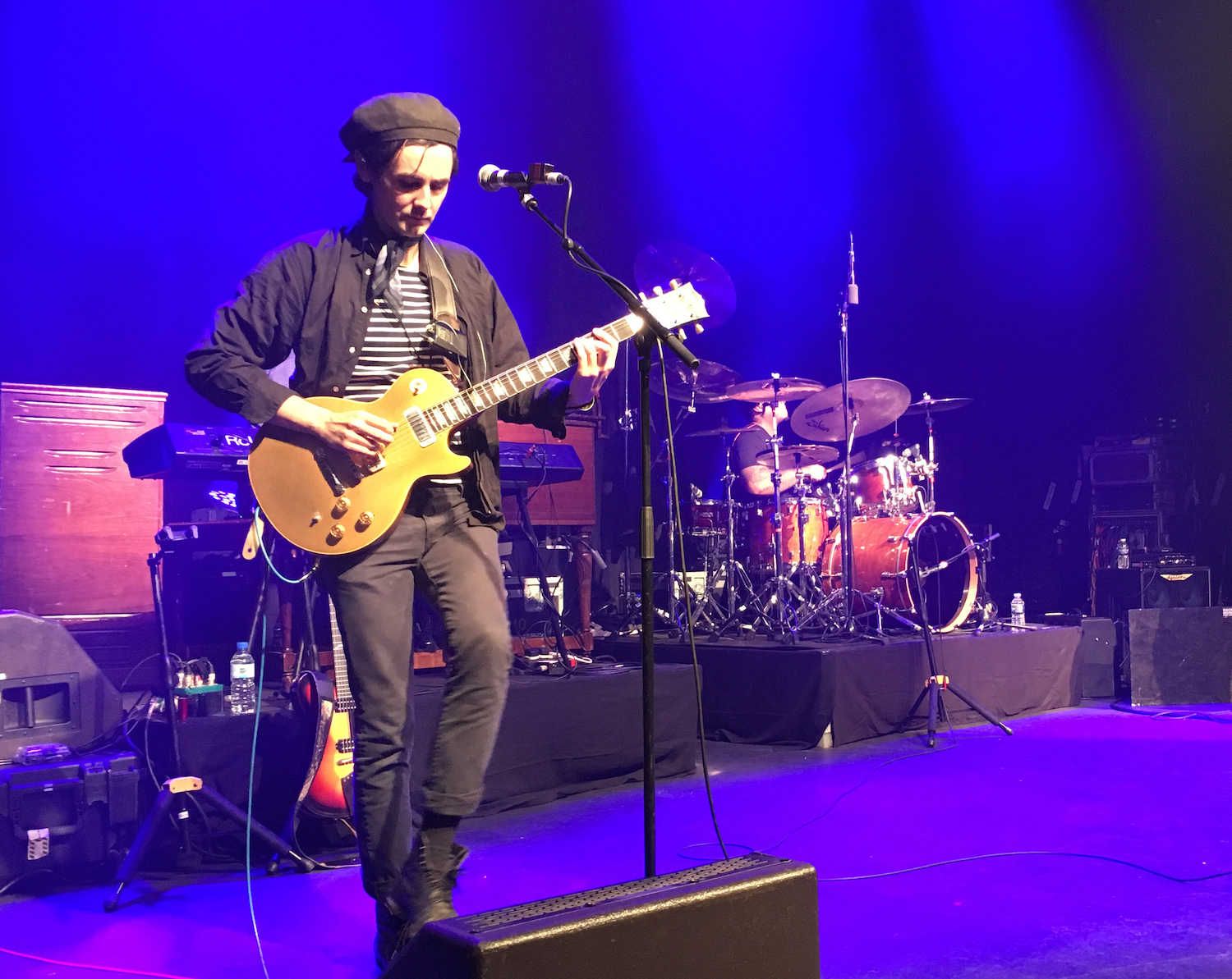 Zane Carney interview on stage in Paris with Jonny Lang