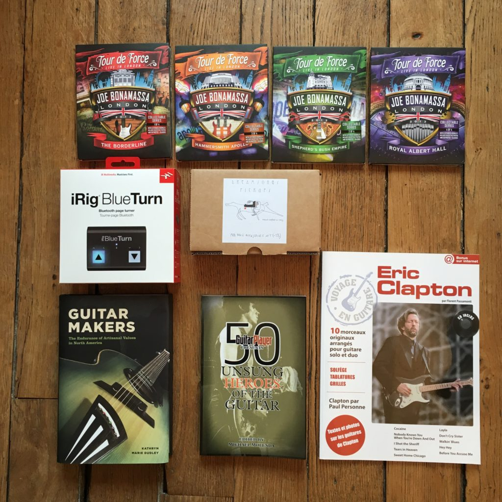 Christmas giveaway for the club members - A lot of guitar presents coming up!