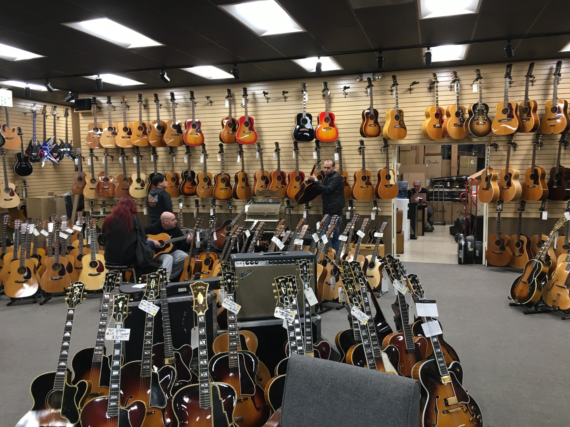 Norman's Rare Guitars - Interviews and visit - Legendary Vintage guitar store in Los Angeles