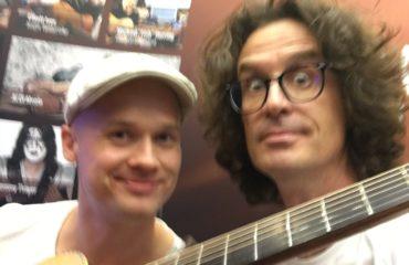 Petteri Sariola interview, guitar in hand at the Guitar Summit 2018