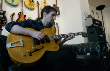 Ron Bumblefoot Thal guitar in hand interview in Paris