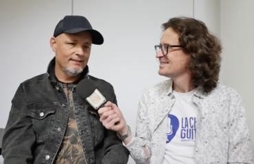 Jude Gold interview at NAMM 2020: pro musician, journalist and podcaster