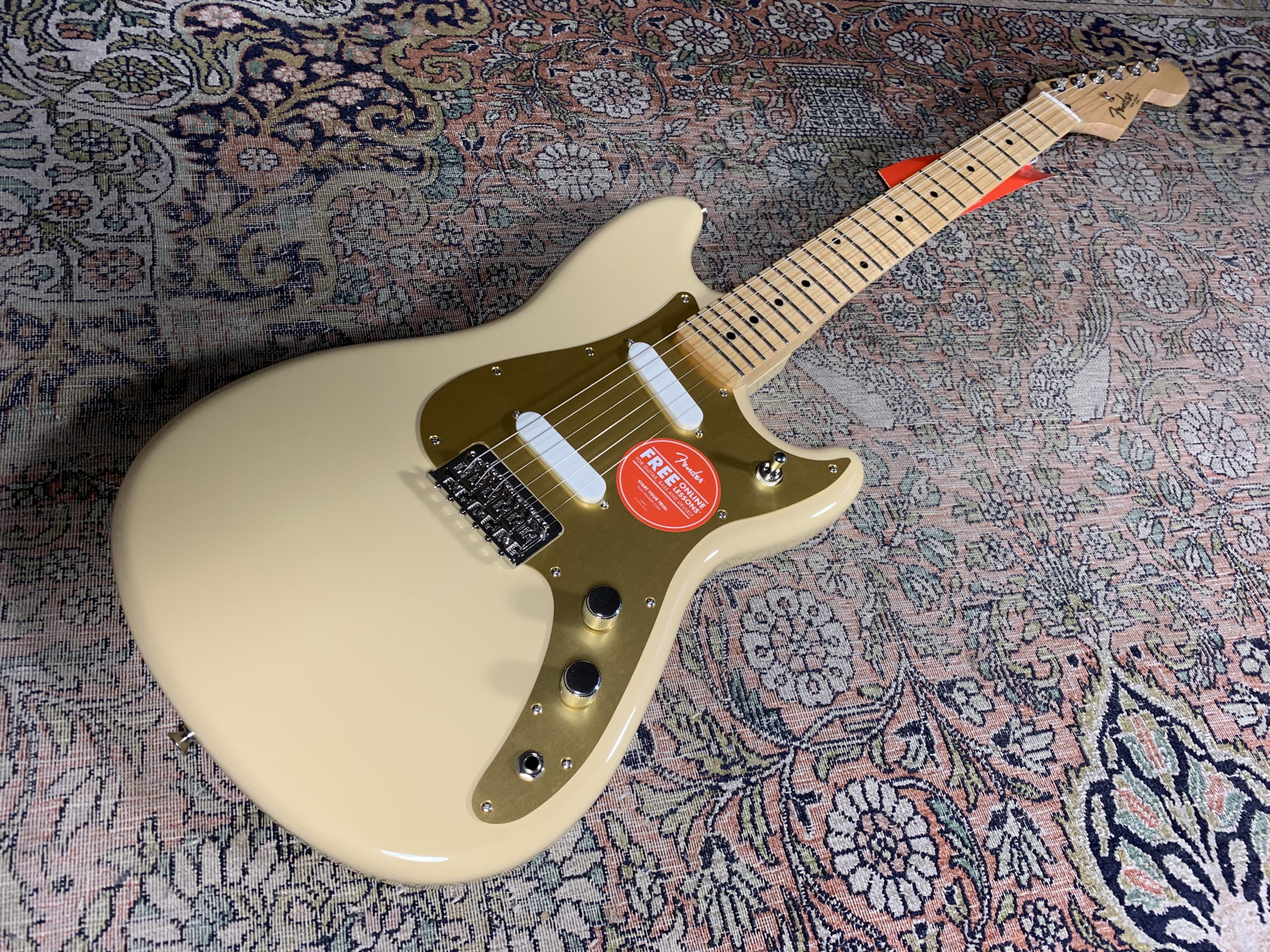 Fender Duo-Sonic, an excellent Fender Made in Mexico, in Desert Sand!